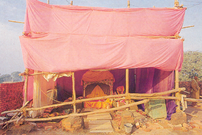 ध्वंस के बाद का दृश्य - a scene after the demolition