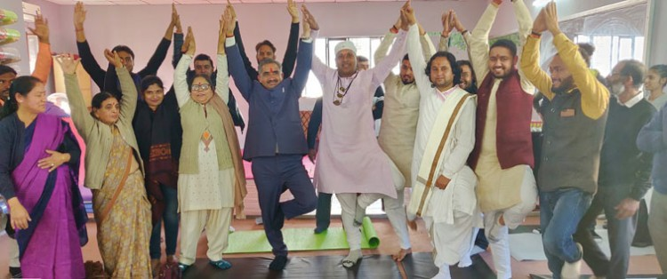 yoga in vedic center dehradun with mayer