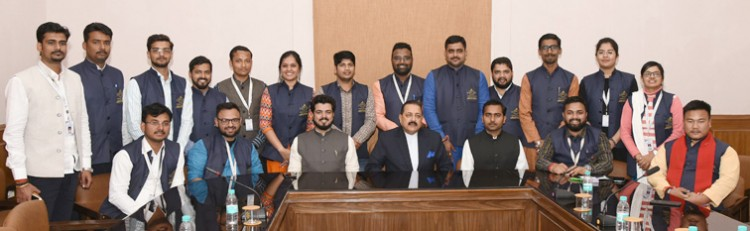 dr. jitendra singh interacting with a group of students from iidl