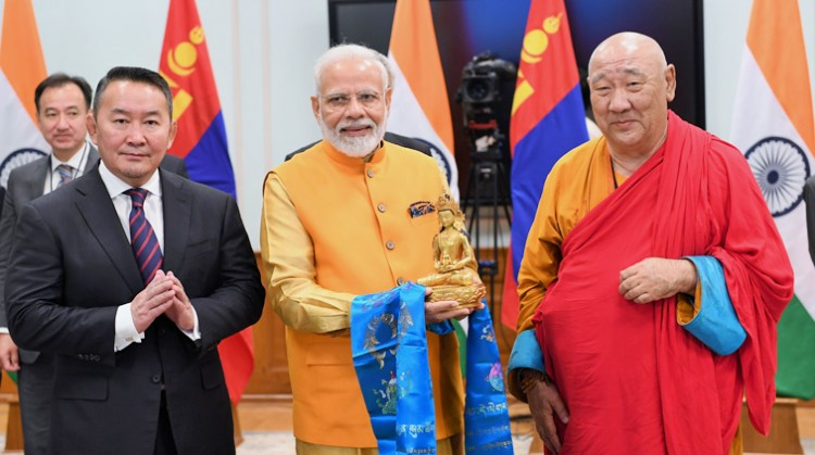 prime minister presented buddha statue to mongolian president