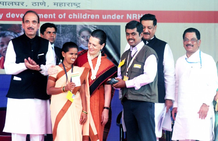 sonia gandhi, union minister for health and family welfare, ghulam nabi azad and the chief minister of maharashtra, prithviraj chavan