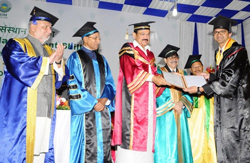 m. venkaiah naidu, medal to students on the convocation of iim