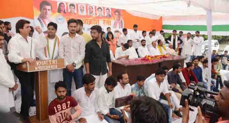 raj babbar fills enthusiasm among young congress workers