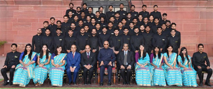 ram nath kovind with officer trainees of the central engineering service