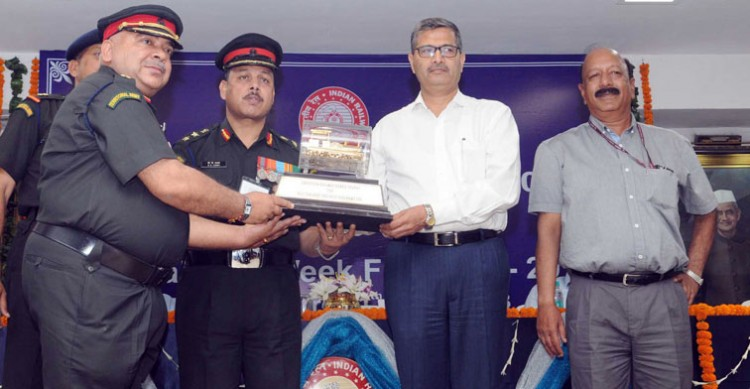 ashwini lohani giving away prizes in rail week ceremony