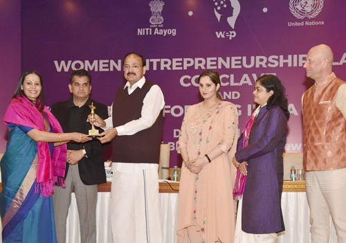 vice president distributed woman transforming india awards