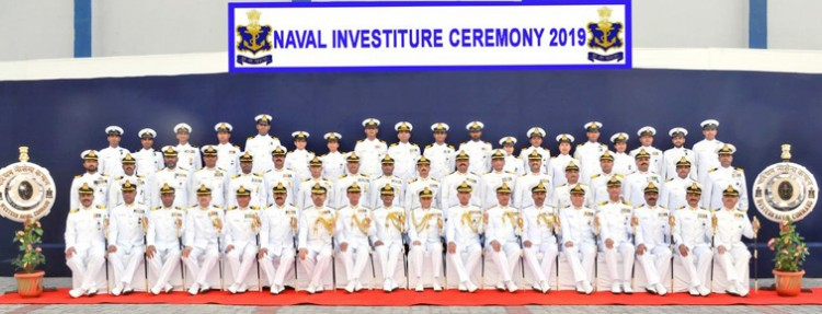admiral sunil lanba in a group photograph with the awardees, at the investiture ceremony