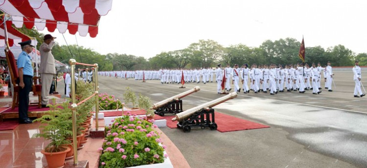 ram nath kovind reviewing the passing out parade nda