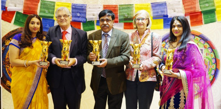 yogendra tripathi receives the  awards for 'incredible india'
