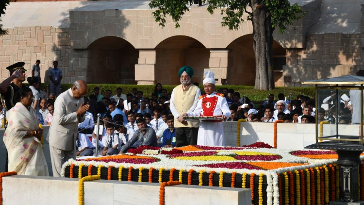 ram nath kovind paying homage at the samadhi of mahatma gandhi