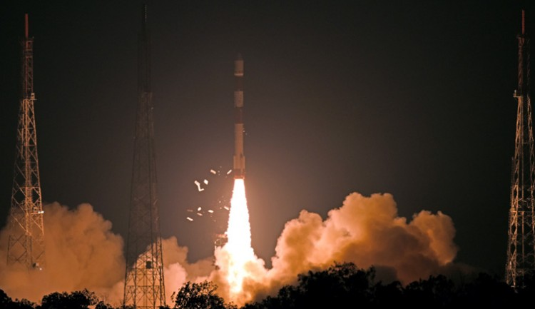 pslv-c46 carrying the risat-2b satellite