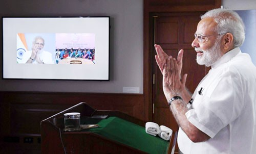 pm narendra modi interacting with the asha, anganwadi and anm workers