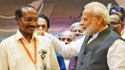 prime minister did not let the morale of isro chairman weaken