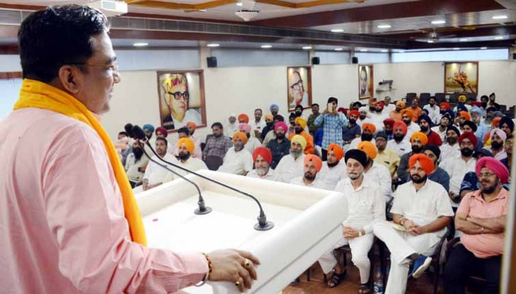 bjp headquarters lucknow, meeting of sikh community