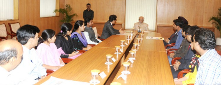 urdu journalism students and vice president hamid ansari