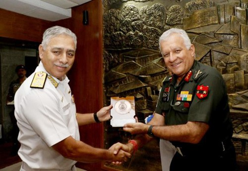lt gen diwan rabindranath soni honored with a memento