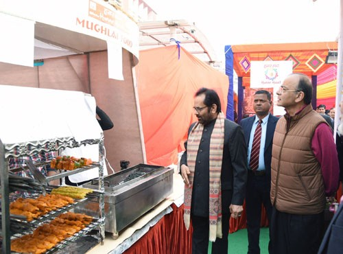 arun jaitley and mukhtar abbas naqvi visiting hunar haat exhibition