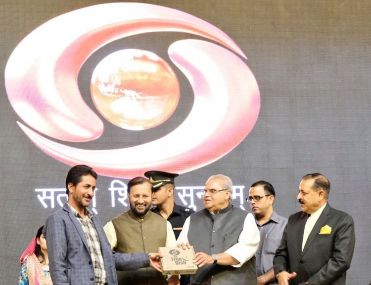 ddfreedish set-top boxes distribution by union minister prakash javdekar