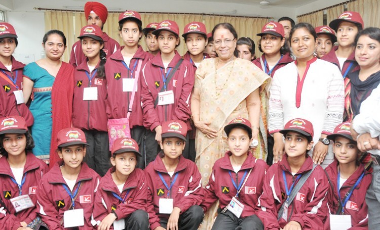 dr. indira hridayesh with students of kashmir