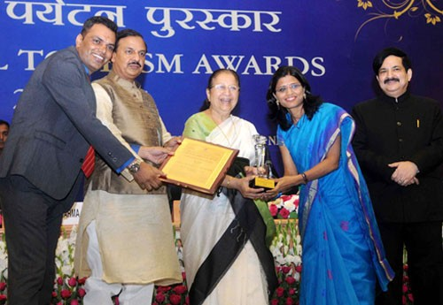 sumitra mahajan presented the national tourism awards