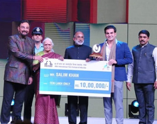 salim khan honoured with special iffi award