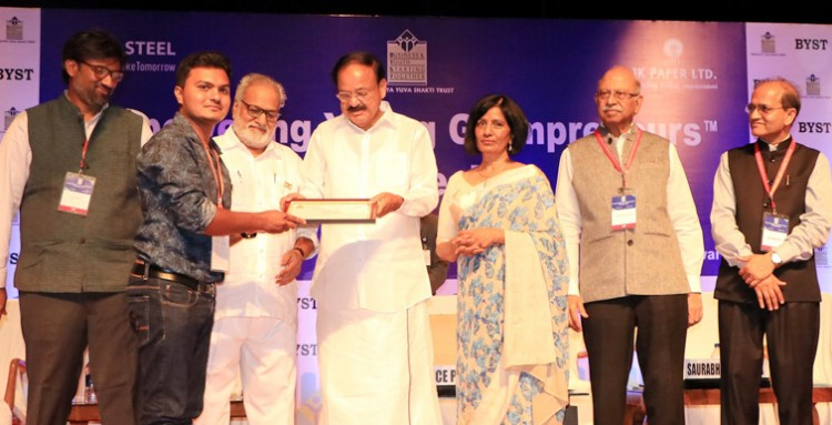 m. venkaiah naidu presenting the awards for achievers in rural entrepreneurship