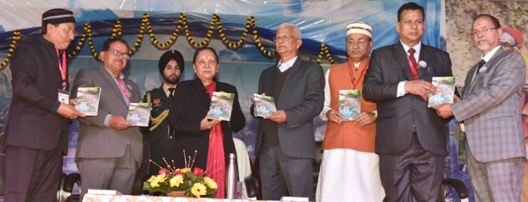 governor anandiben patel release of novel chandravanshi and poetry collection batui