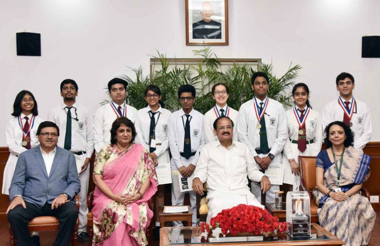 venkaiah naidu with the students of delhi public school, r.k. puram