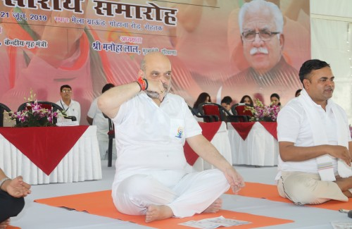 amit shah performing yoga