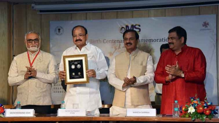 vp m. venkaiah naidu, dr. mahesh sharma and other dignitaries